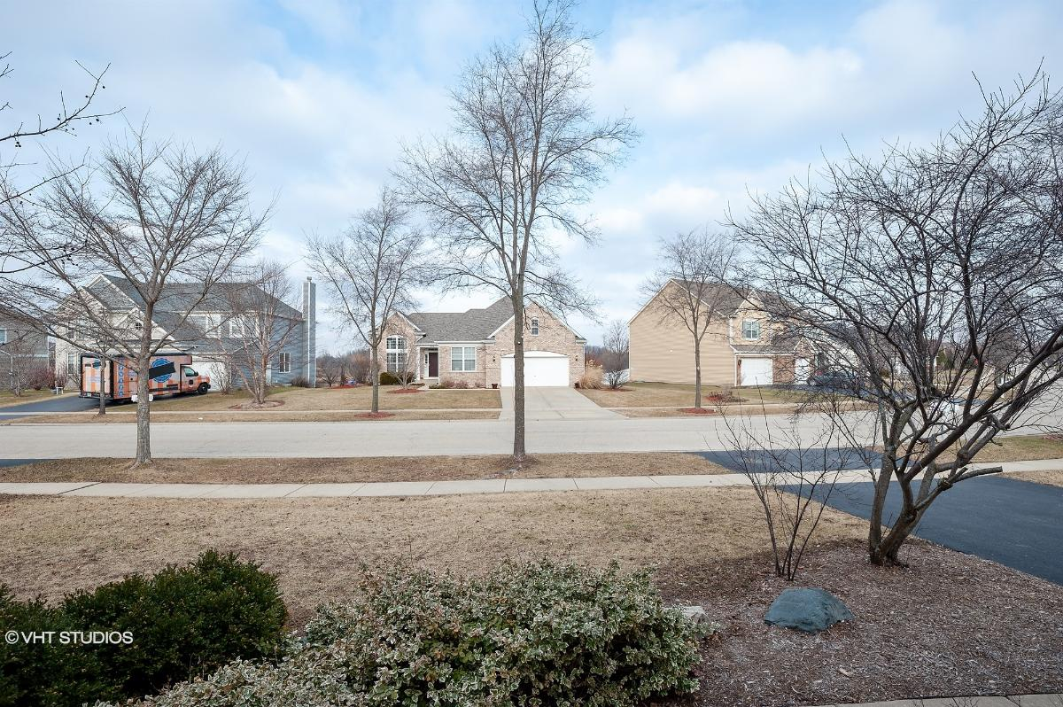 887 Forest View Way, Antioch, Illinois
