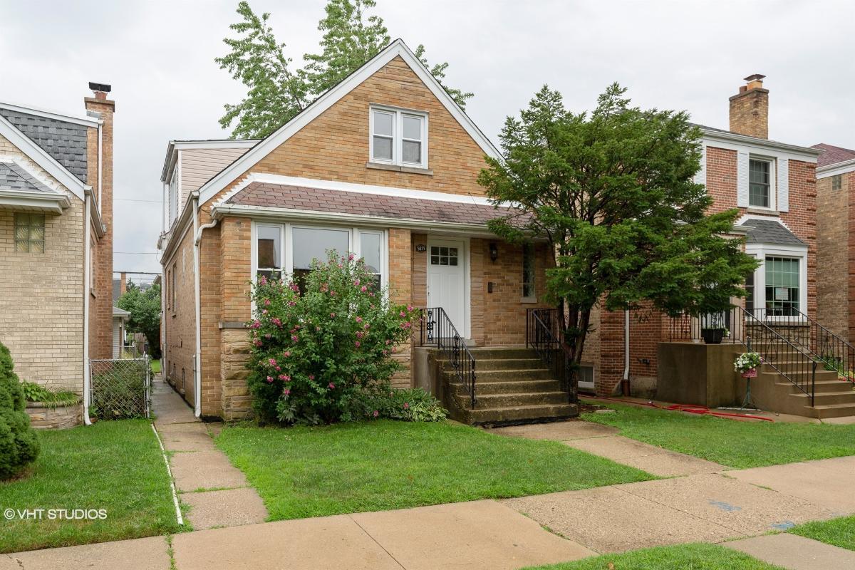 5819 W Eastwood Ave, Chicago, Illinois