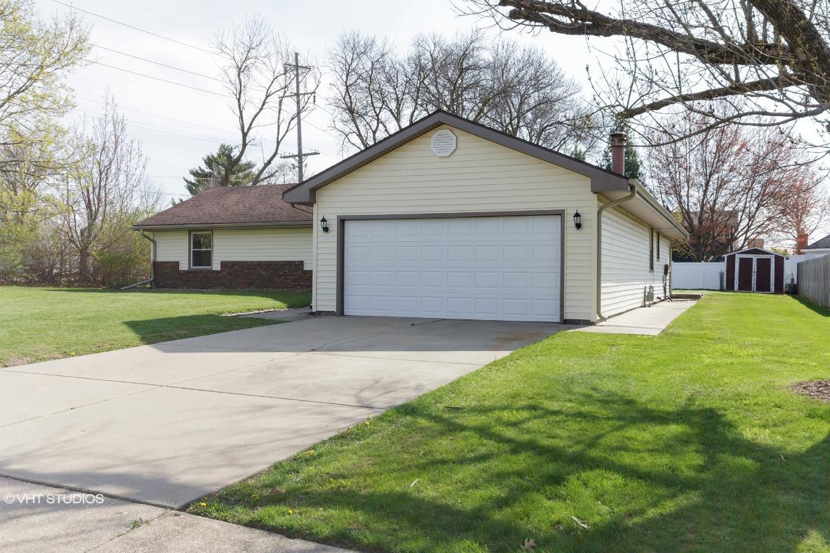 3332 N Chestnut Ln, Peoria, Illinois