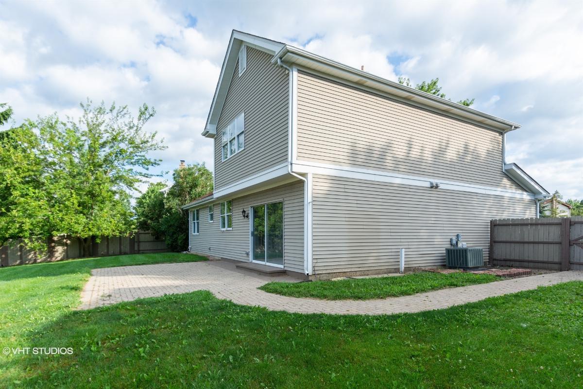 323 Indian Ridge Trl, Wauconda, Illinois