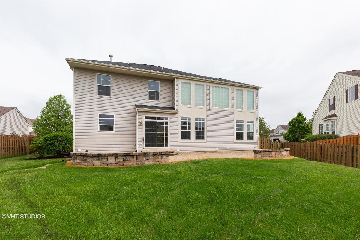 10683 Wheatlands Way, Huntley, Illinois