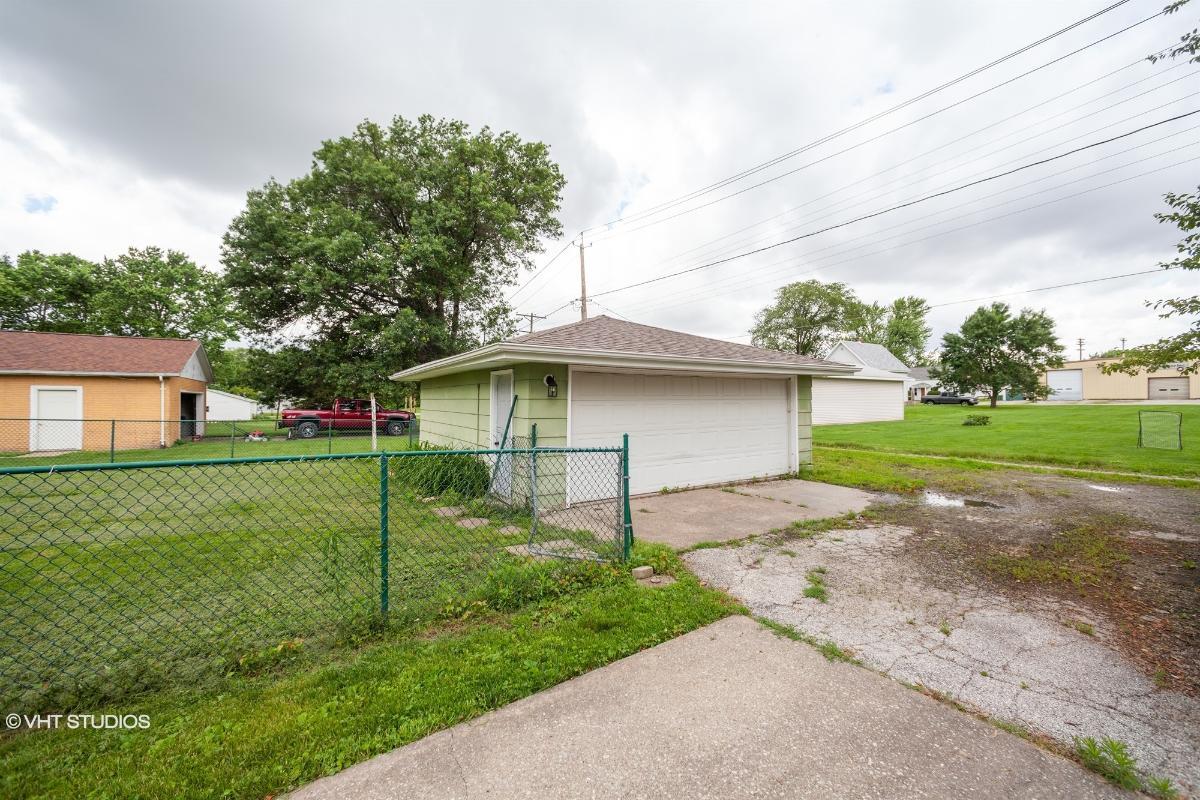 908 3rd St, Durant, Iowa