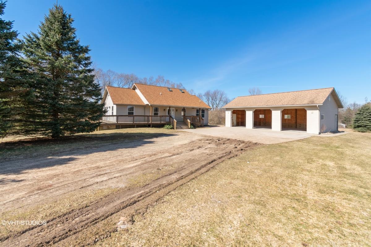 1219 Indian Lakes Rd Ne, Sparta, Michigan
