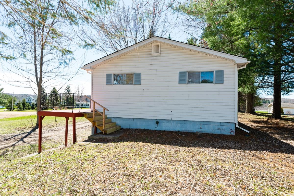 9488 Miramichi Dr, Evart, Michigan