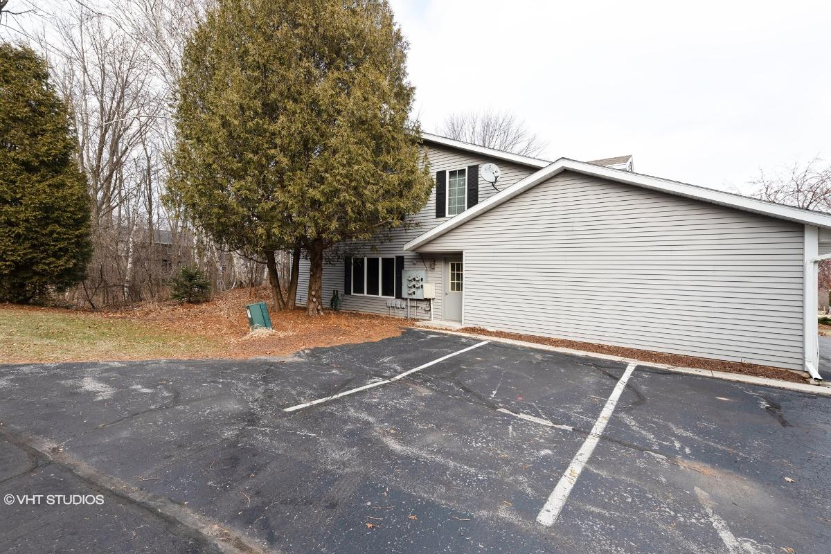 2522 Cross Creek Dr Apt B, Sheboygan, Wisconsin