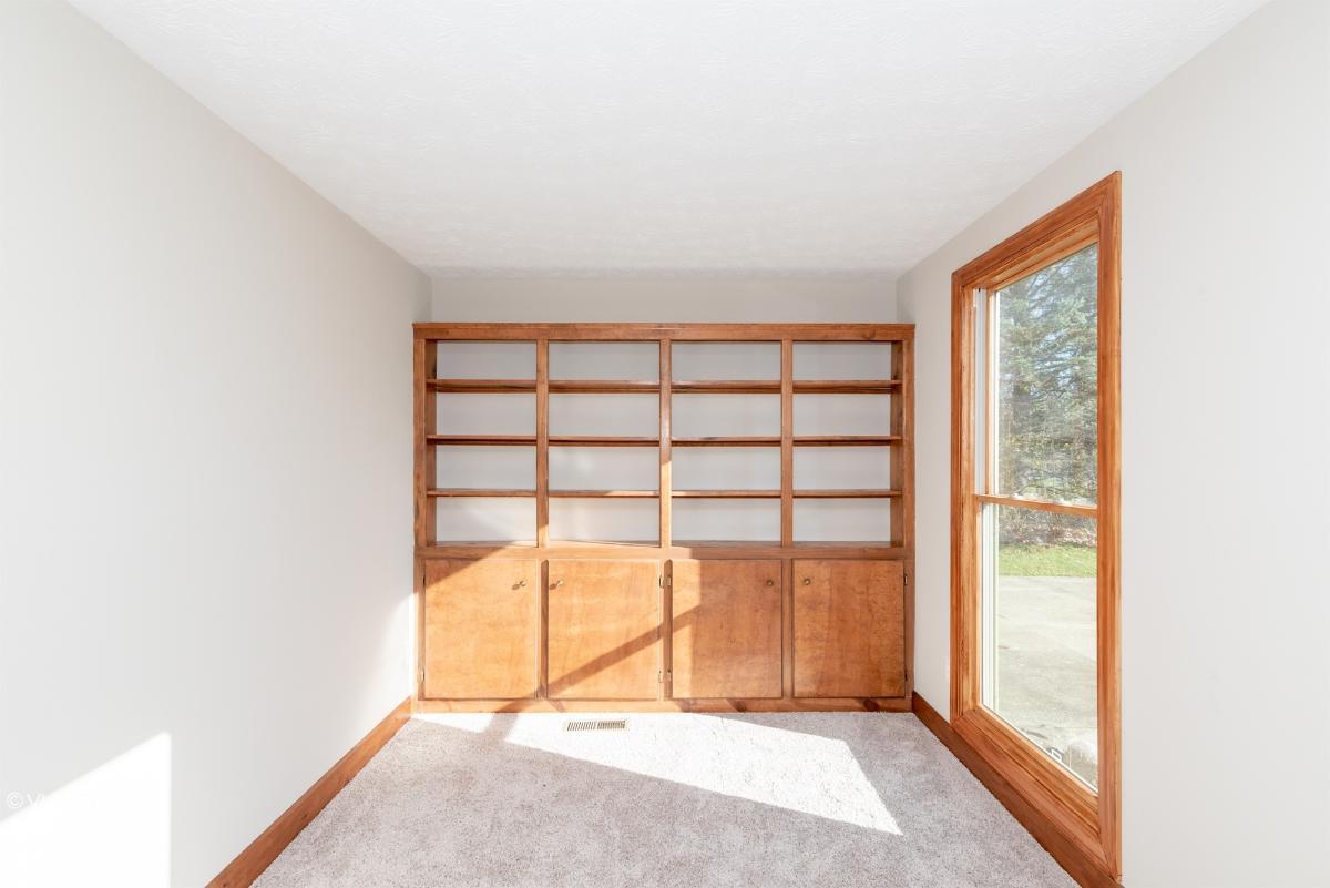 32521 N Burr Oak Dr, Solon, Ohio