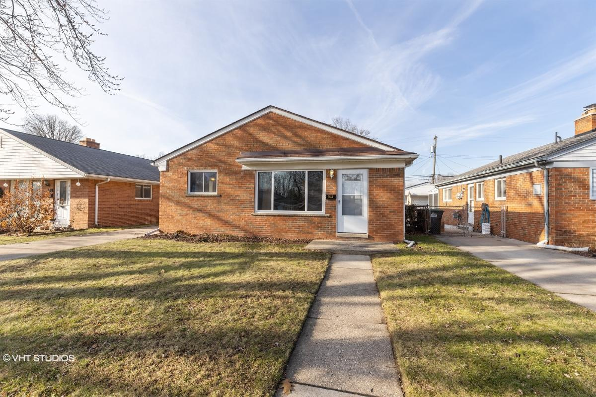 7934 Oak St, Taylor, Michigan