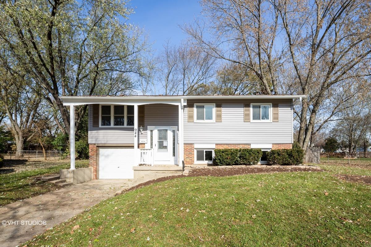 944 Sheffield Dr, Crystal Lake, Illinois