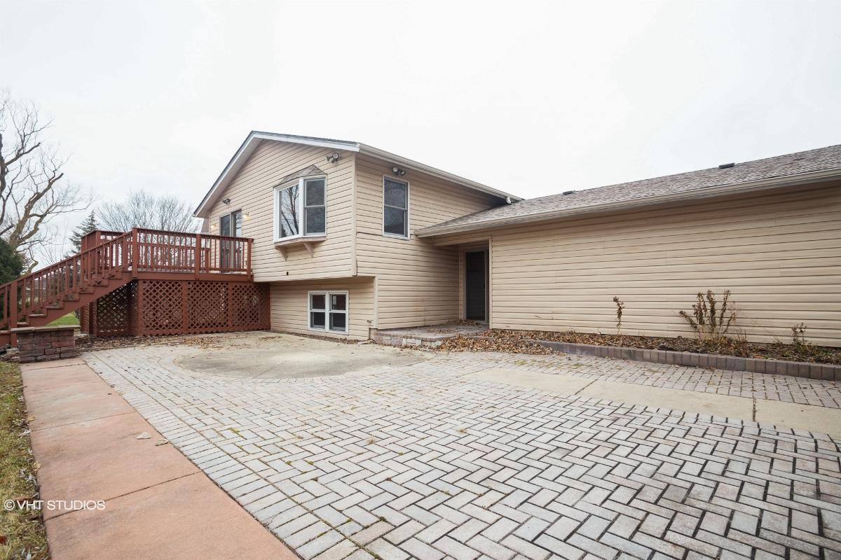 493 Franklin Ln, Elk Grove Village, Illinois