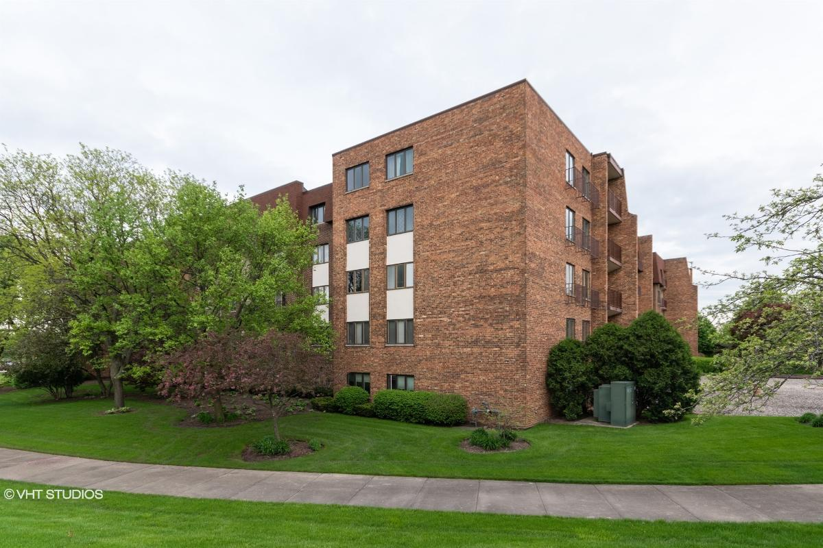448 Raintree Ct Unit 2n, Glen Ellyn, Illinois