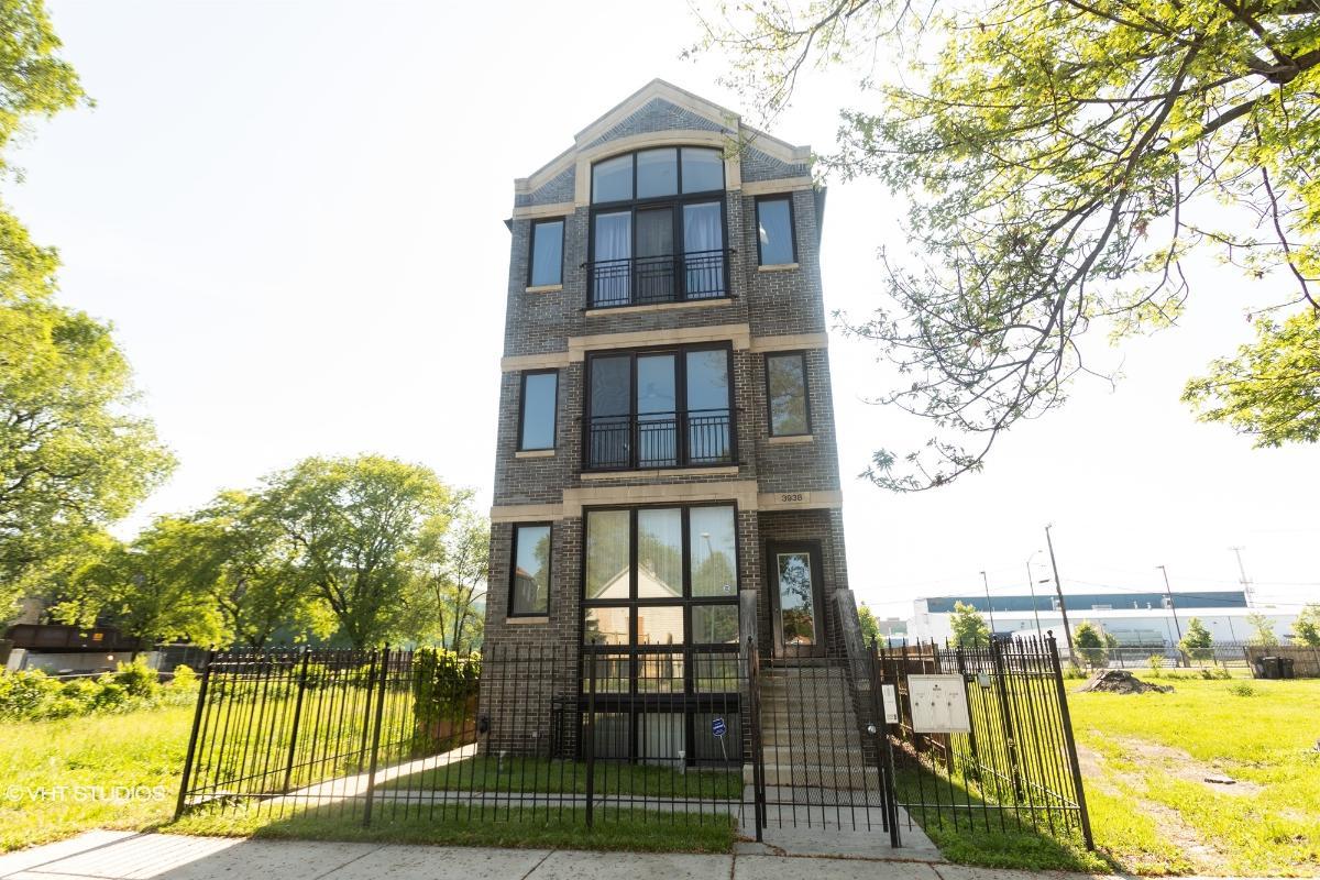 3938 S Wells St Apt 2, Chicago, Illinois