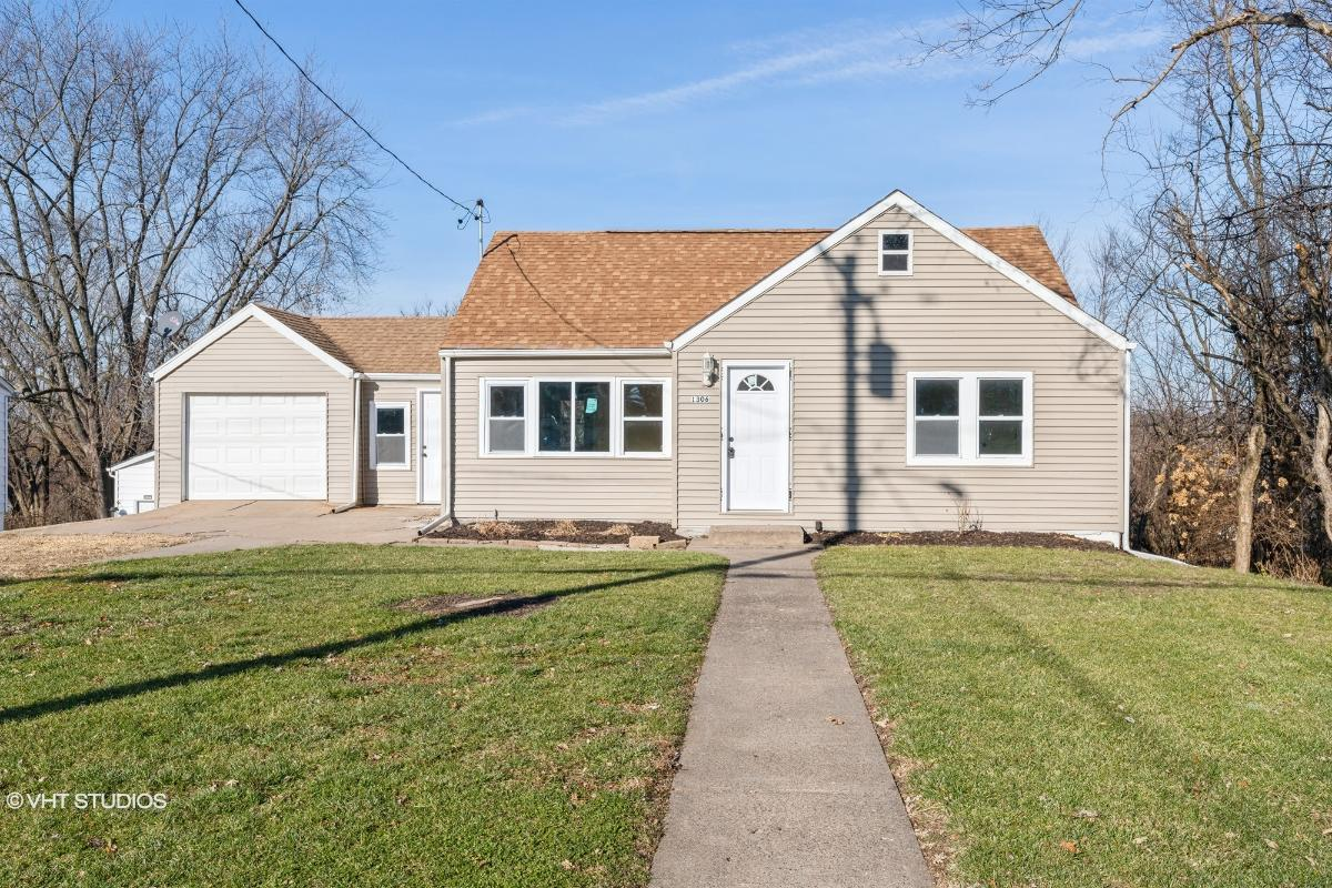 1306 Harrison Dr, Clinton, Iowa