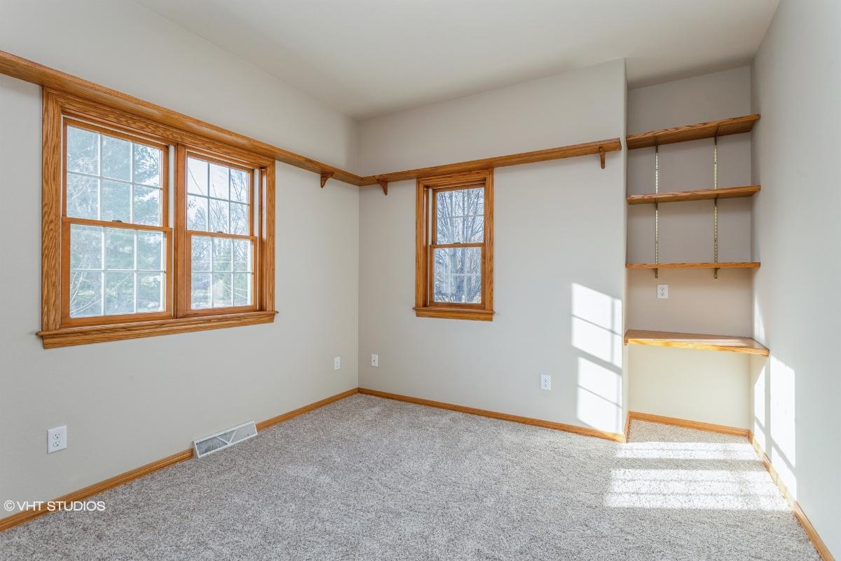 2886 Longview Ln, Suamico, Wisconsin