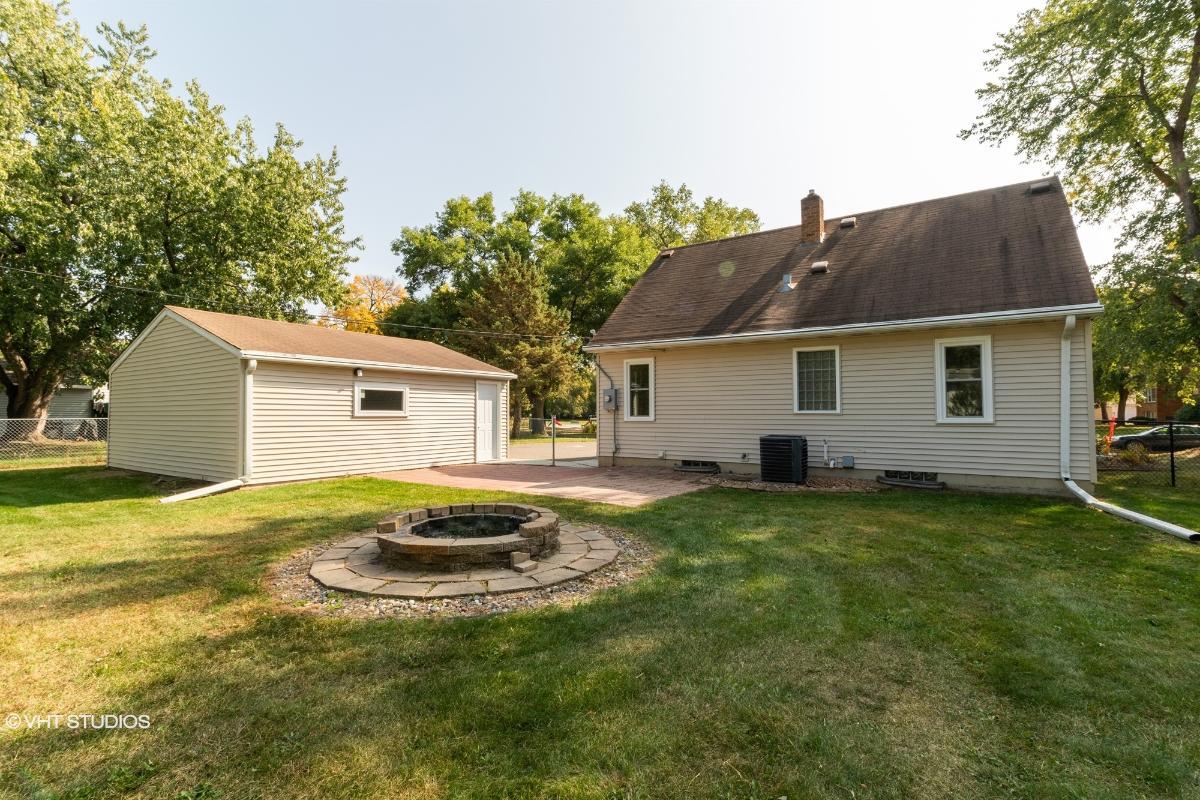 1391 Skillman Ave E, Maplewood, Minnesota