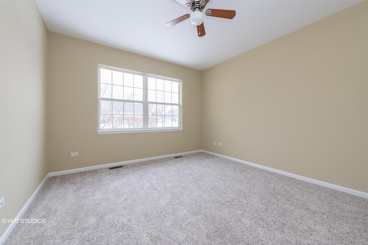 2283 Ashbrook Ln, Grayslake, Illinois