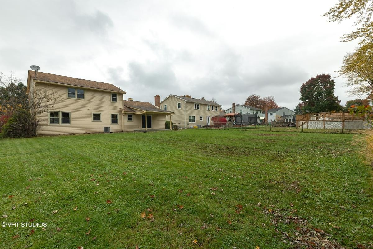 7994 Forest Lake Dr, Youngstown, Ohio