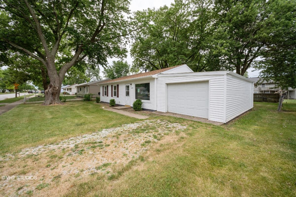 1222 Mount Vernon Drive, Bloomington, Illinois