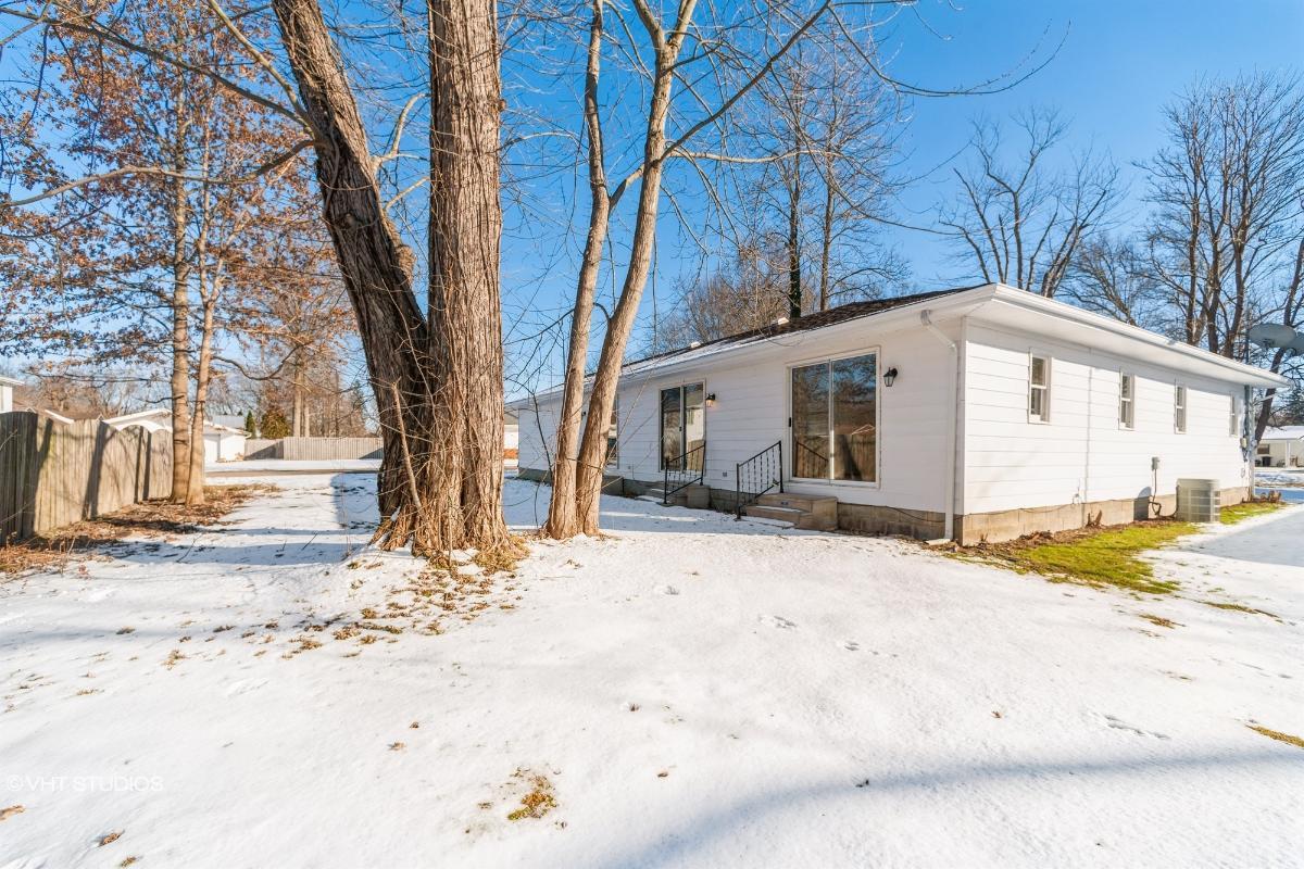 17604 Olive Ave, Lake Milton, Ohio