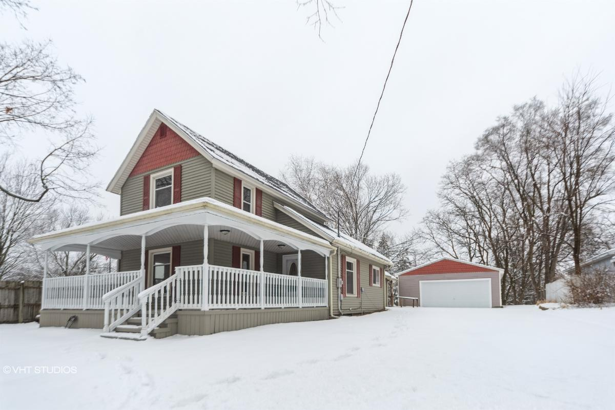 142 W Orchard St, Perry, Michigan