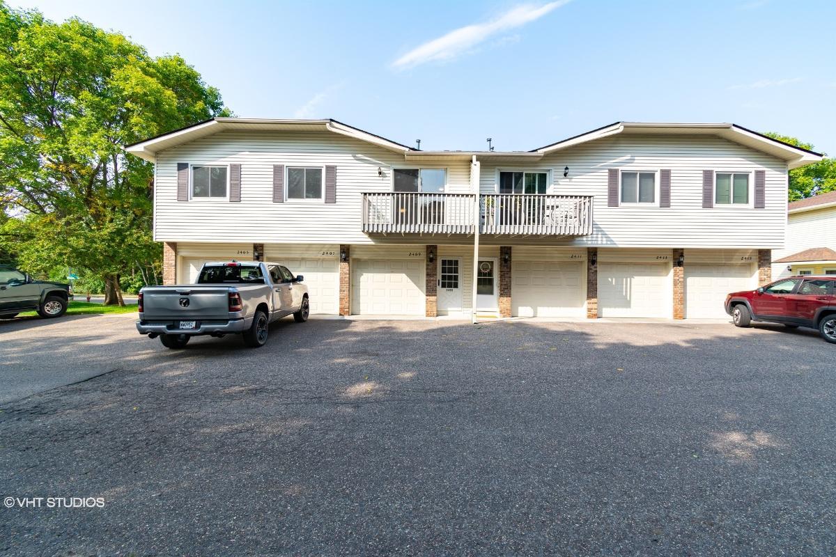 2409 Grenadier Ave N, Oakdale, Minnesota