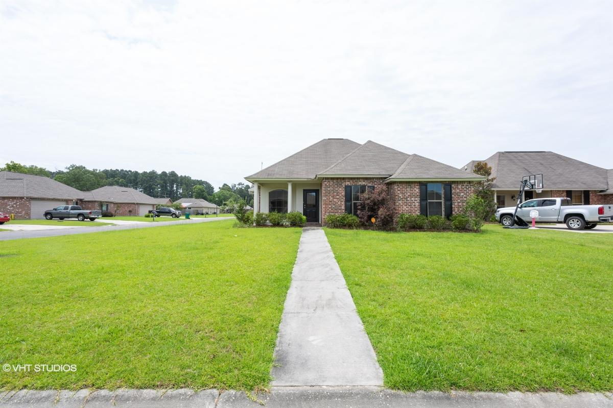 15072 Cross Gate Dr, Walker, Louisiana