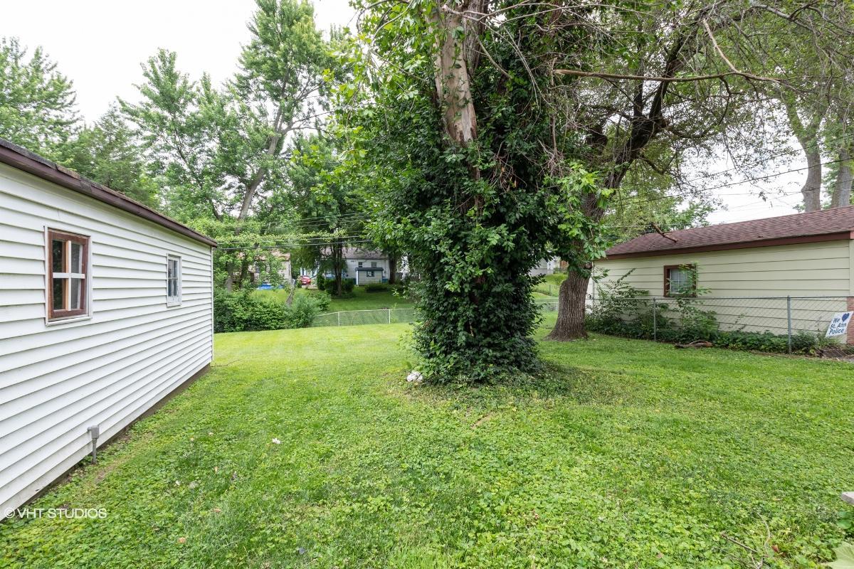 10632 Saint Xavier Ln, Saint Ann, Missouri