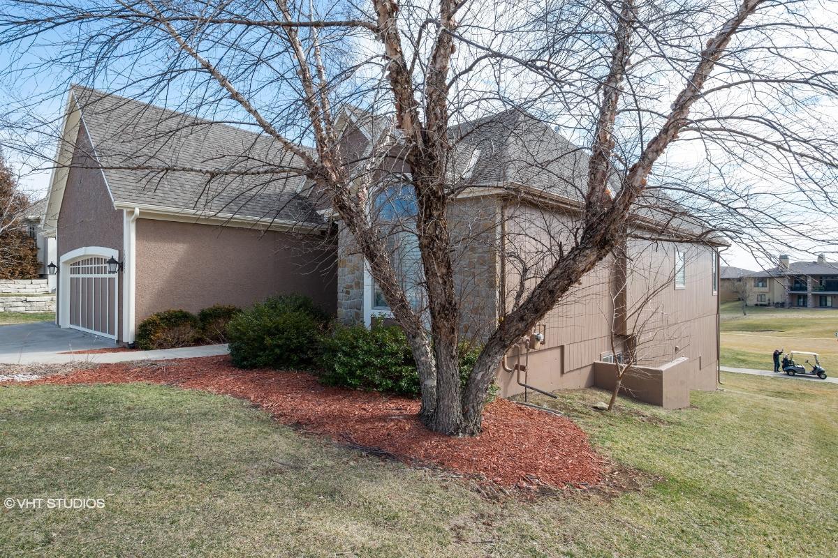 10025 Falcon Valley Dr, Lenexa, Kansas
