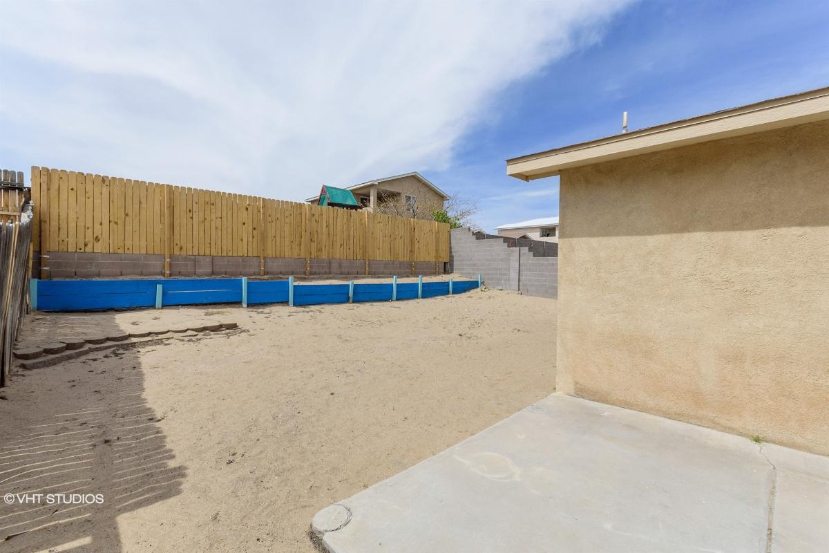 563 94th St Sw, Albuquerque, New Mexico