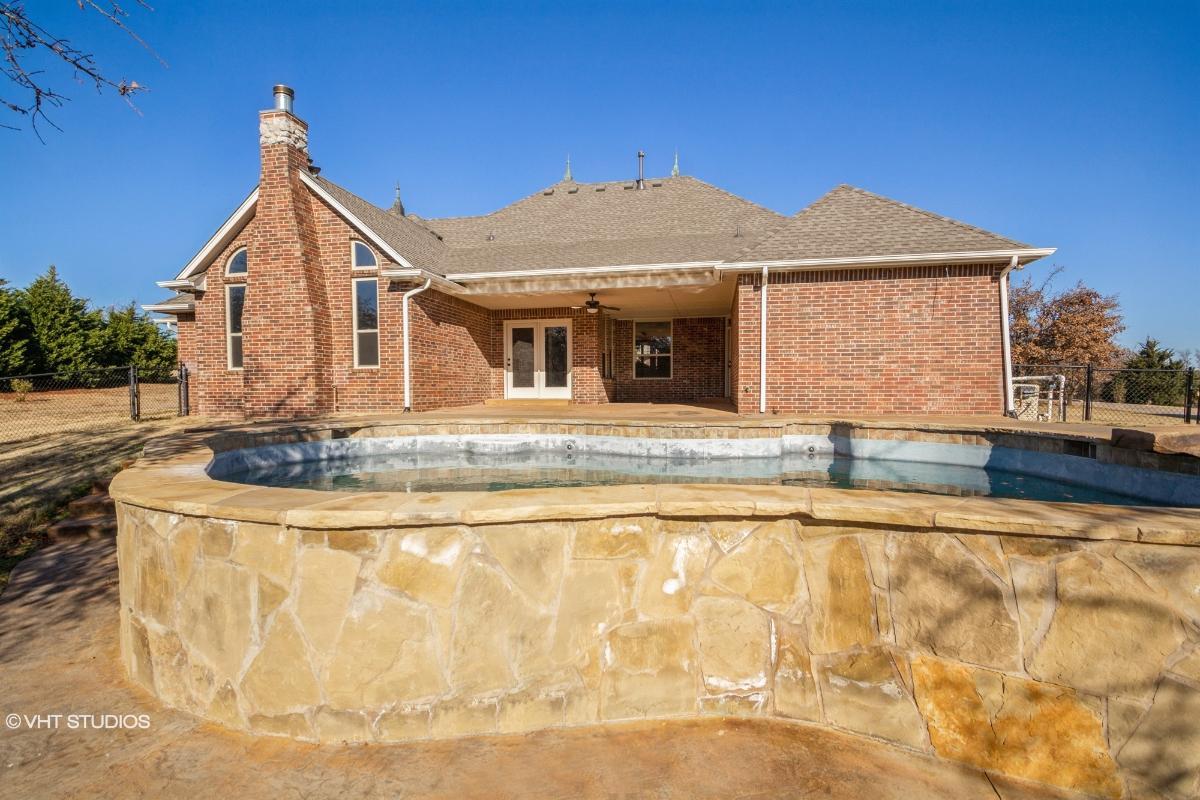 8006 Meaghan Leigh Drive, Edmond, Oklahoma