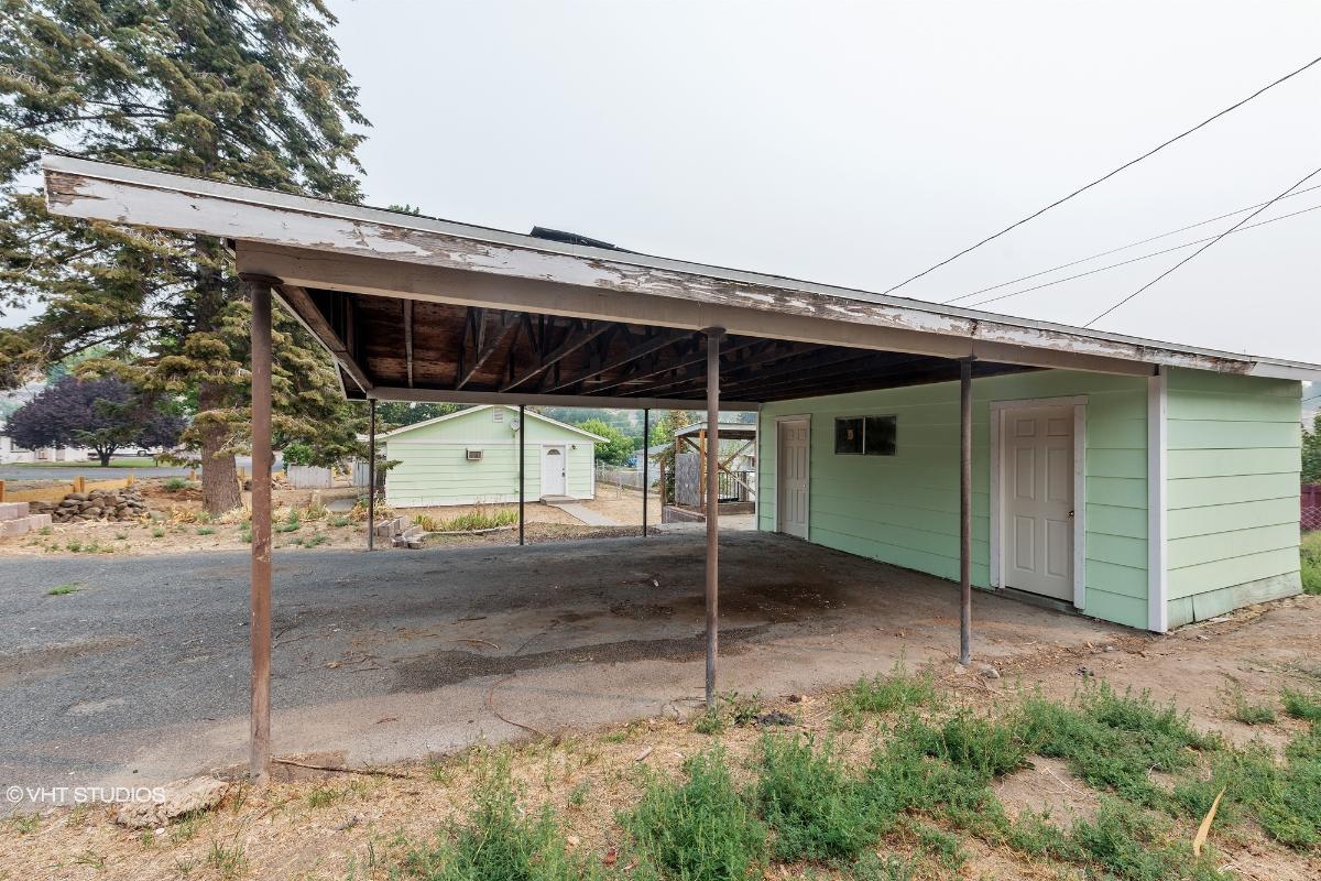 407 N 9th St, Selah, Washington