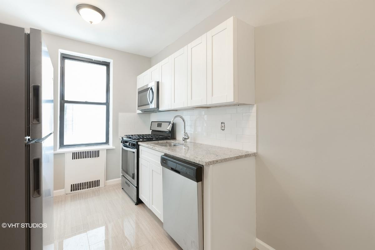 98120 Queens Blvd Apt 3a, Rego Park, New York