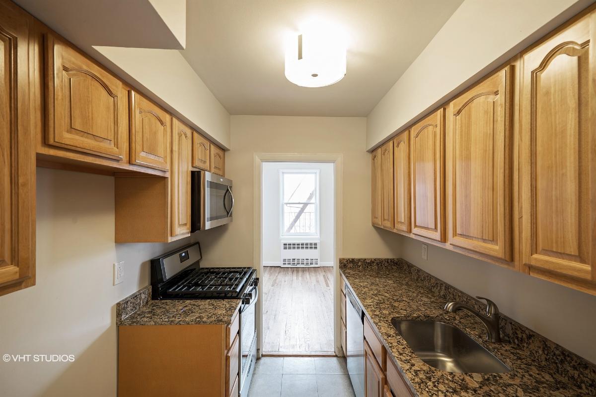 504 Merrick Rd Apt 2f, Lynbrook, New York
