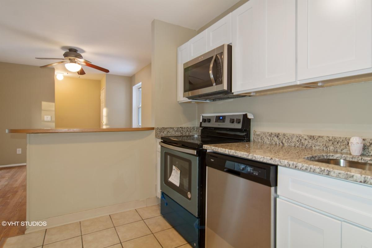 100 Connetquot Ave Apt 44, East Islip, New York