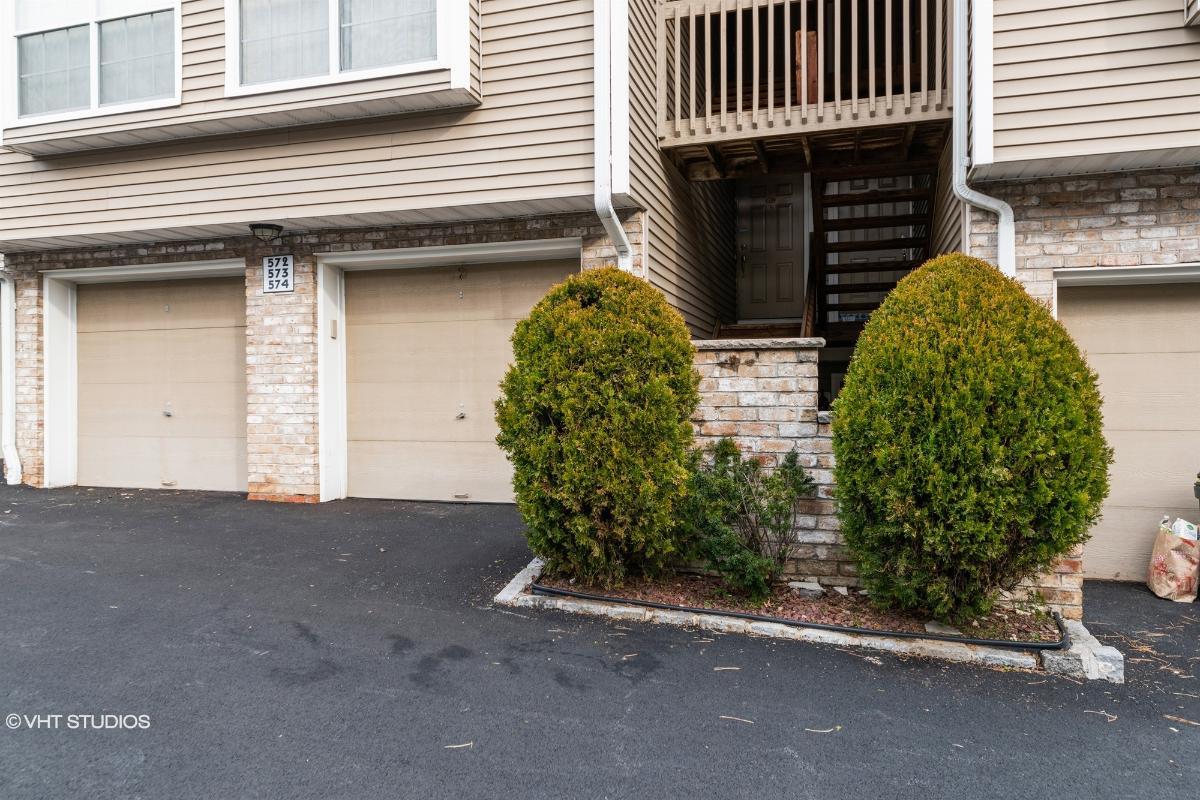 574 Windsor Dr, Palisades Park, New Jersey