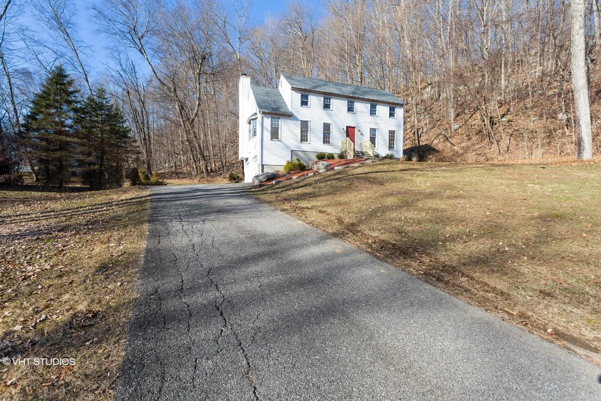 14 Cortland Dr, New Milford, Connecticut