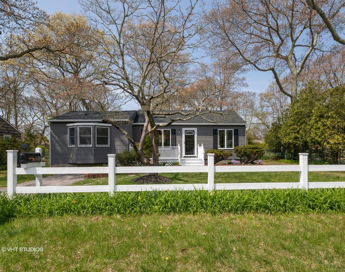 62 Country Club Rd, Bellport, New York