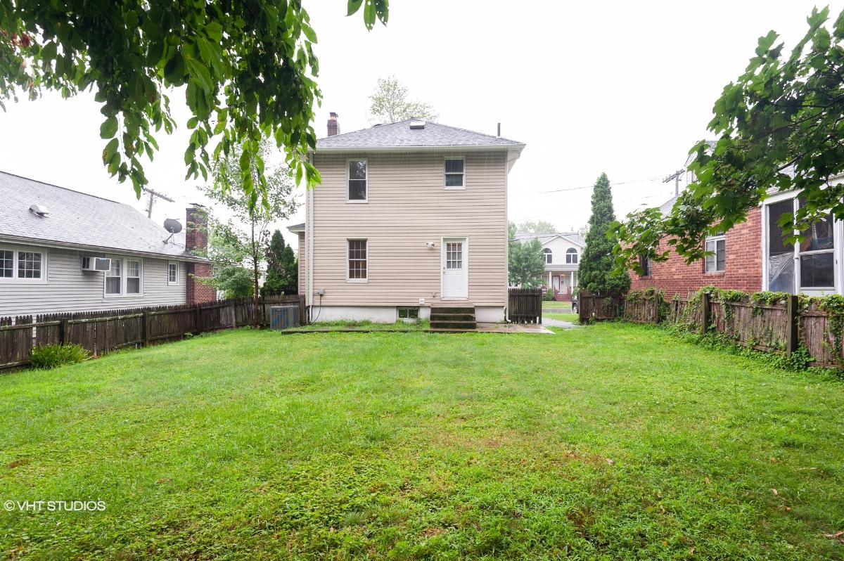 24 Lakeview Street, River Edge, New Jersey