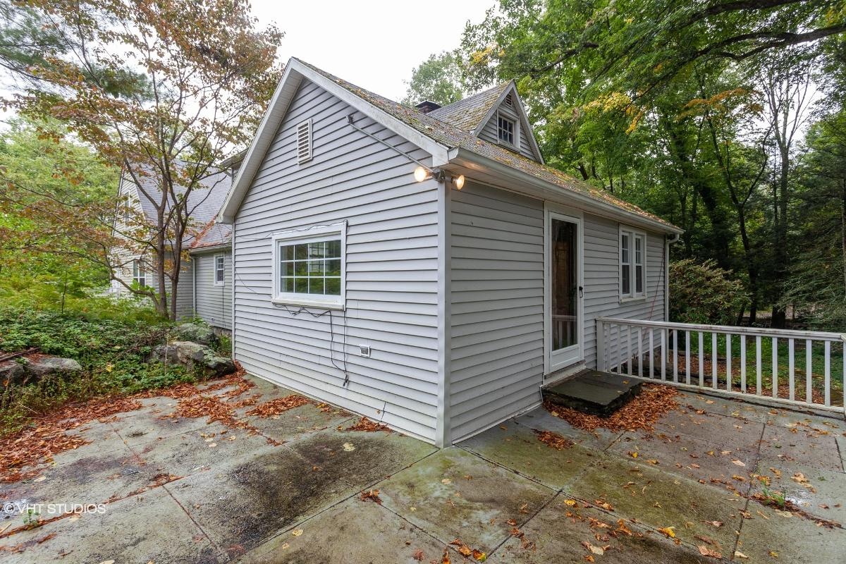 1056 Georges Hill Rd, Southbury, Connecticut