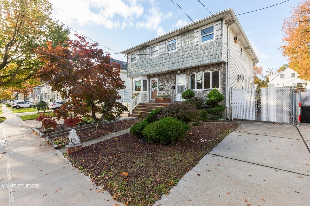 216 Robinson Ave, Staten Island, New York