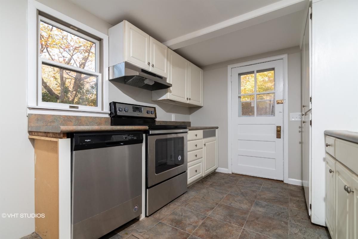 212 Park Rd, Riverhead, New York