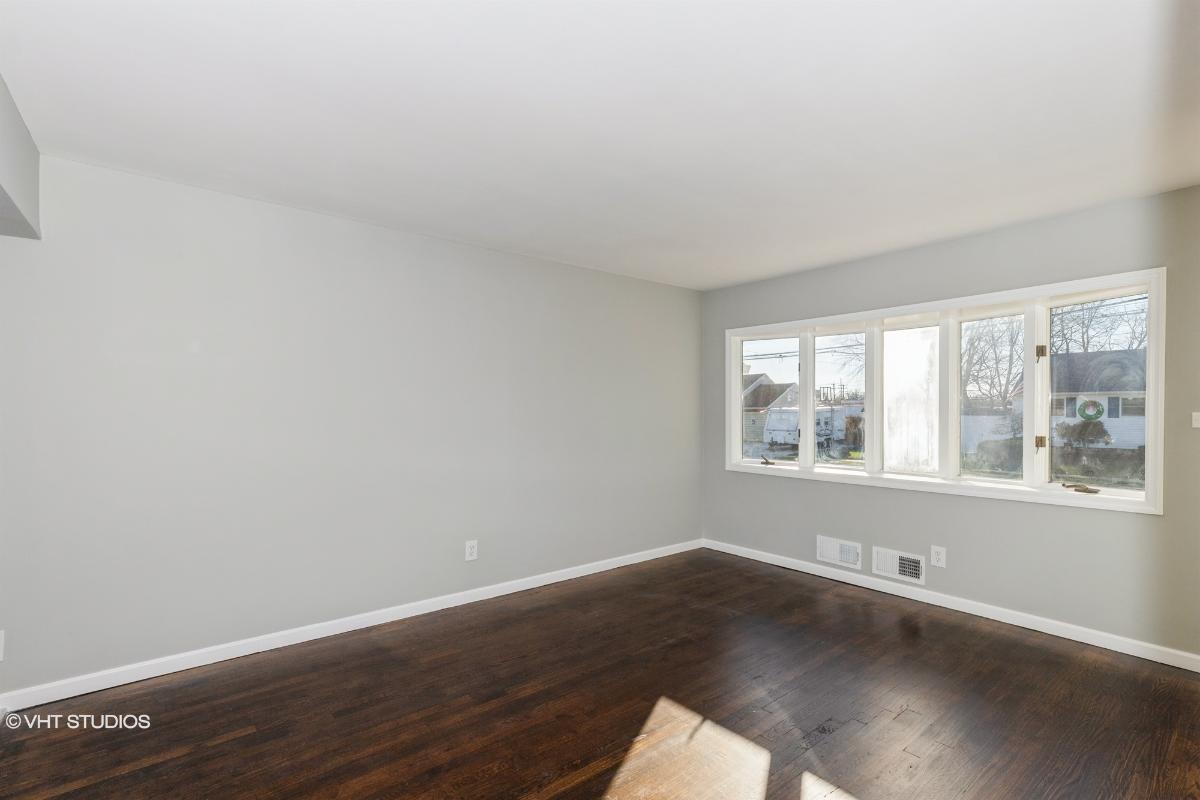 56 Frank St, Lindenhurst, New York