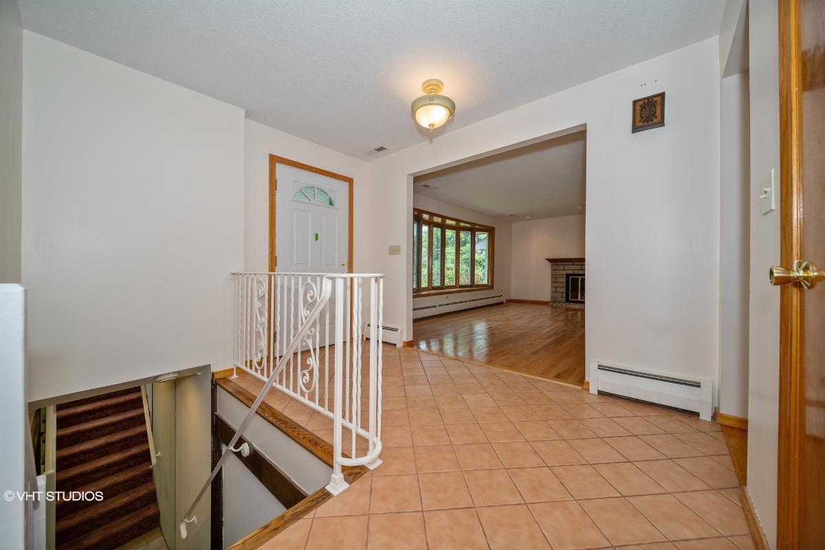 185 Mulberry Ln, Orange, Connecticut
