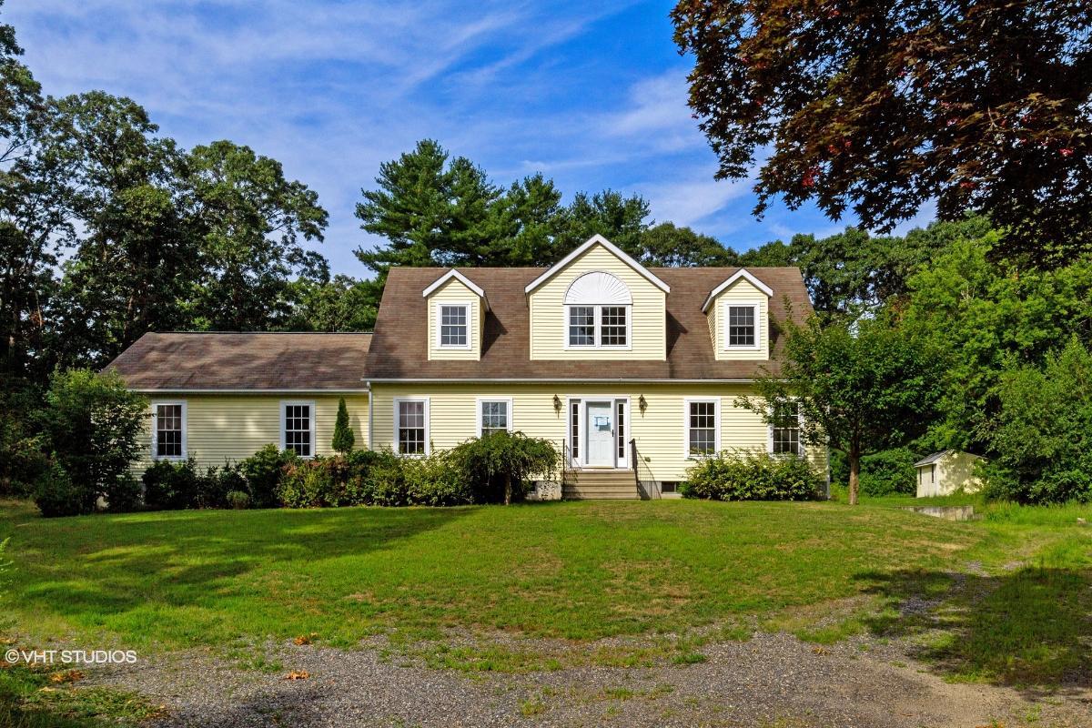 653 Commonwealth Ave, Warwick, Rhode Island
